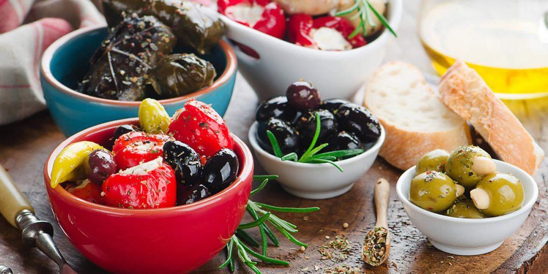 https://blueros.com/wp-content/uploads/2016/09/syros-gastronomy-1080x540.jpg